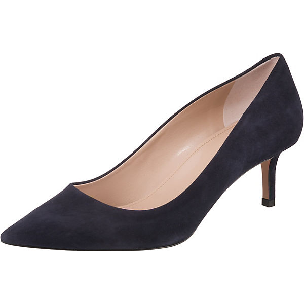 Model  Ivy Klassische Pumps